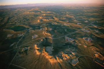 Jonah,Wyoming oil fields. Photo credit: J. SARTORE/NATIONAL GEOGRAPHIC STOCK, from Feb.9, 2012 article in Nature.